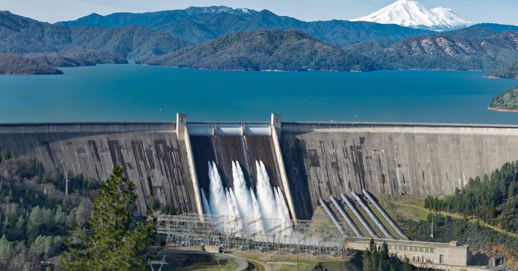 Cómo se logra generar electricidad con agua