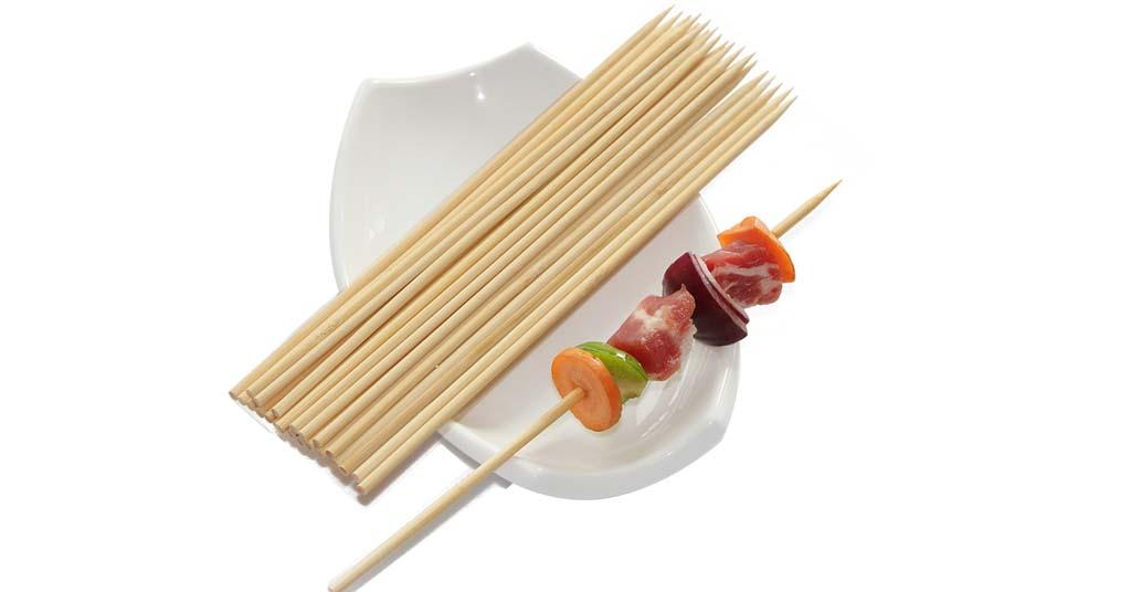 palillos y brochetas de bambu para catering