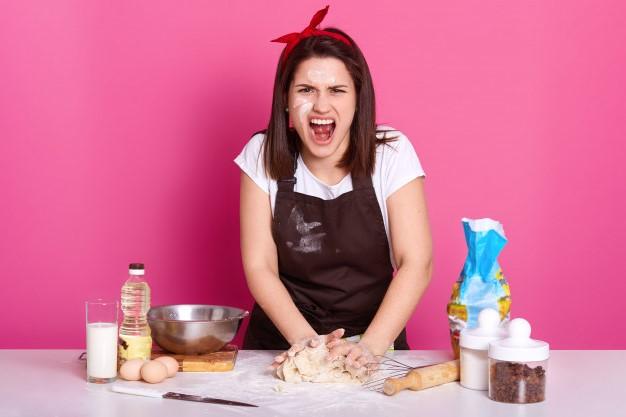 cocinera estresada