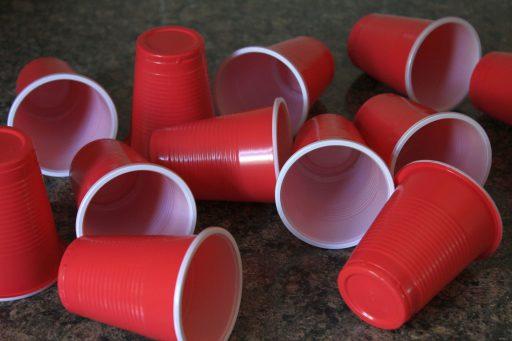 como personalizar vasos de plástico