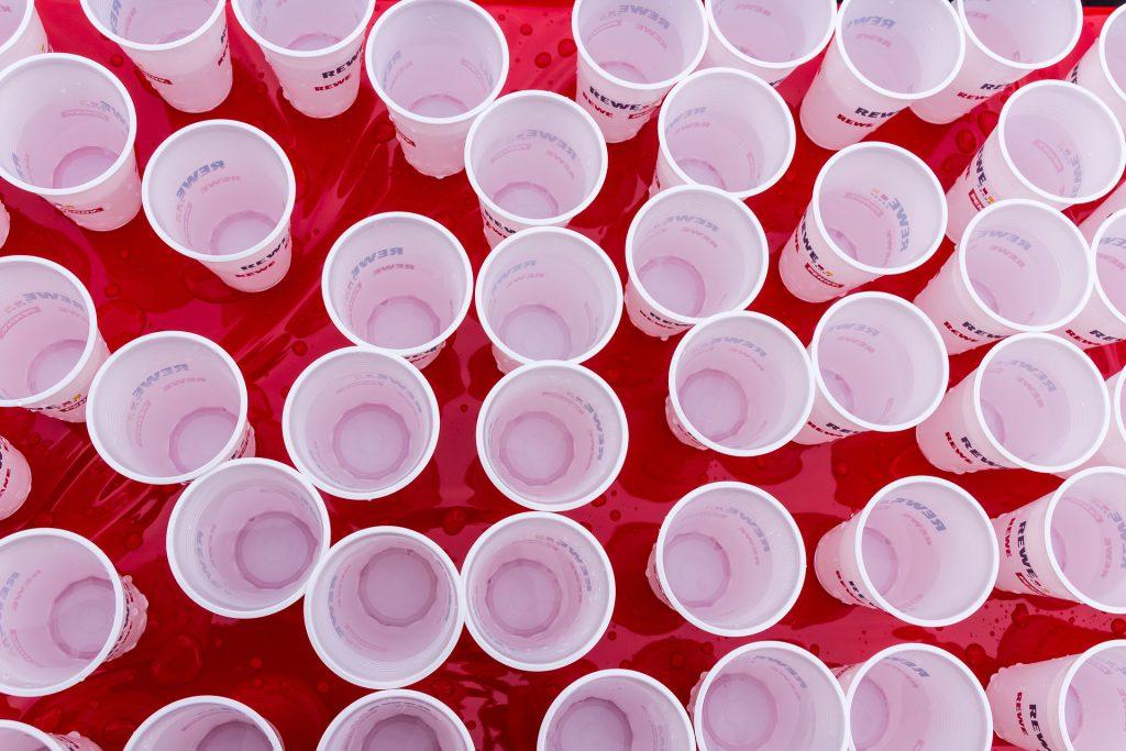como personalizar vasos de plástico blancos