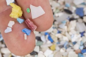 Qué son los microplásticos